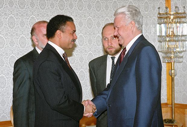 Борис Ельцин, Виктор Прокофьев и министр торговли США Рональд Браун (справа налево). 1994 год