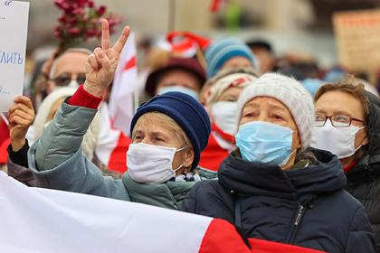 Минский ОМОН пресек возле цирка марш пенсионеров