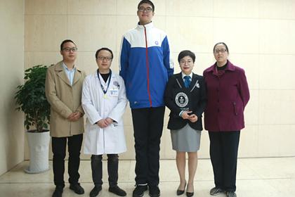 Найден самый высокий подросток в мире
