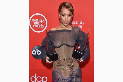 Победительница премии AMA явилась на награждение без нижнего белья
