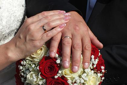 Невесту пристыдили в сети за жалобу на дешевый свадебный подарок от подруги