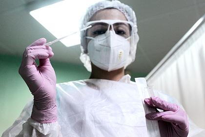 Пассажир с отрицательным тестом на коронавирус заразил попутчиков в самолете