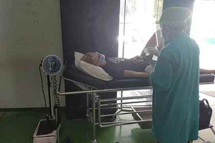 Подхвативший коронавирус за границей россиянин рассказал о «безысходном» положении