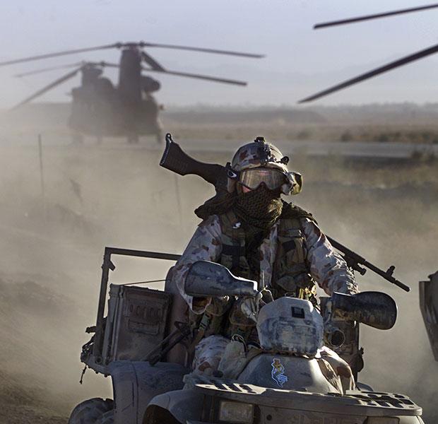 Бойцы SAS во время патрулирования неподалеку от Баграма