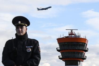 Пассажиры подрались на борту самолета из Петербурга из-за места