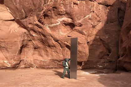 Загадочный металлический монумент обнаружили посреди удаленной пустыни