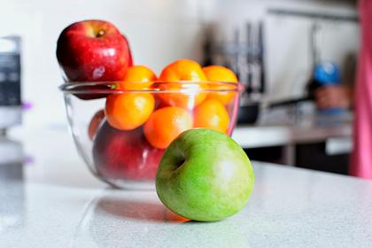 Россиянам дали советы по выбору фруктов для новогоднего стола в пандемию