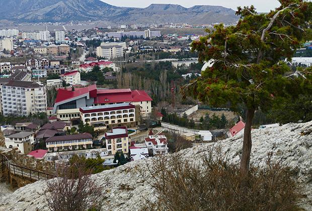 Вид на город Судак
