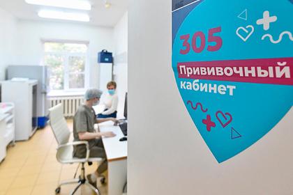 Российский вирусолог оценил шансы чипировать человека через прививку