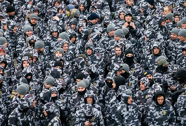 Активисты ультраправых партий Украины принимают участие в митинге с требованием прекратить дипломатические отношения с Россией на площади Независимости в Киеве. 7 декабря 2018 года