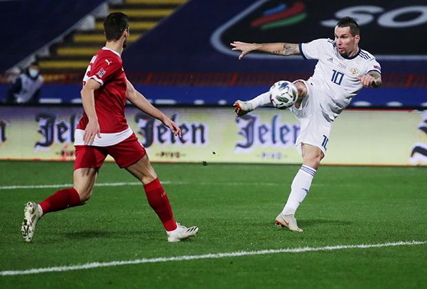 Игрок сборной России Антон Заболотный (справа) в матче сборных Сербии и России