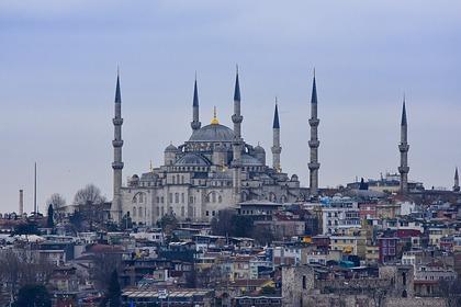 В Турции зафиксировали третий пик коронавируса
