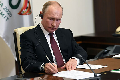 В Москве заметили попытку разрушить доверительные отношения Путина и Макрона