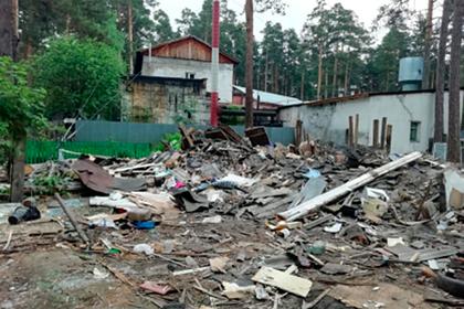 Россиянин снес чужой дом на своем участке и оставил семьи с детьми без жилья