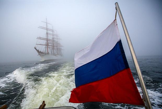 Парусное судно «Седов» в акватории Кольского залива в Мурманской области