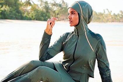 Первая снявшаяся в купальнике и хиджабе модель бросила работу из-за религии