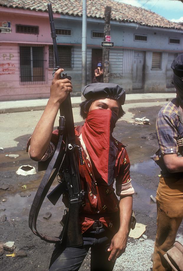 Один из бойцов-сандинистов в городе Хинотега, 1978 год