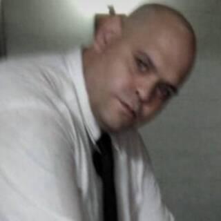 Работник похоронного бюро попросил прощения за фото с телом Марадоны