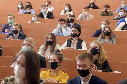 Иностранных студентов в России начали отчислять