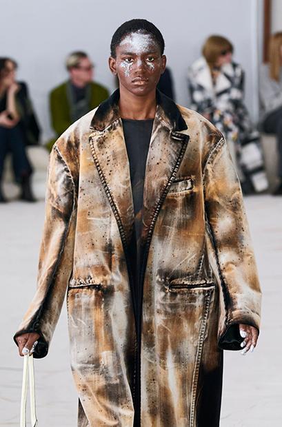 Пальто из «вторсырья» в коллекции Marni осень-зима 2020-2021