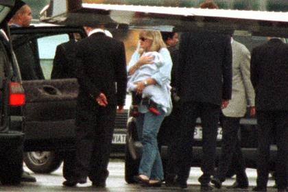 Дебби Роу с Принсом Джексоном на руках