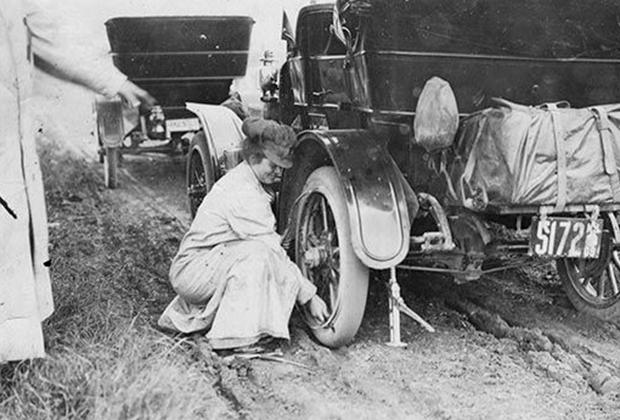 Рэмси ремонтирует автомобиль