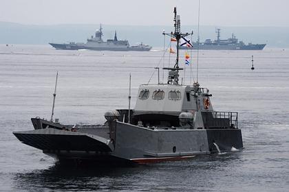 Пассажирское сообщение с островом Русский наладят с помощью военных кораблей