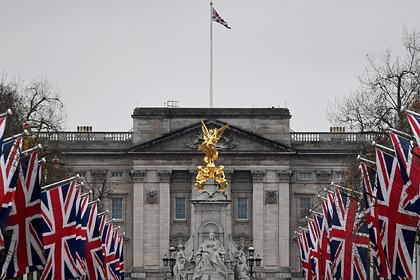 Слуга королевы обокрал Букингемский дворец и придворных на 10 миллионов рублей