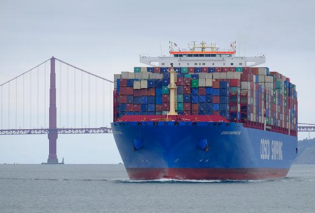 Грузовое судно в Сан-Франциско