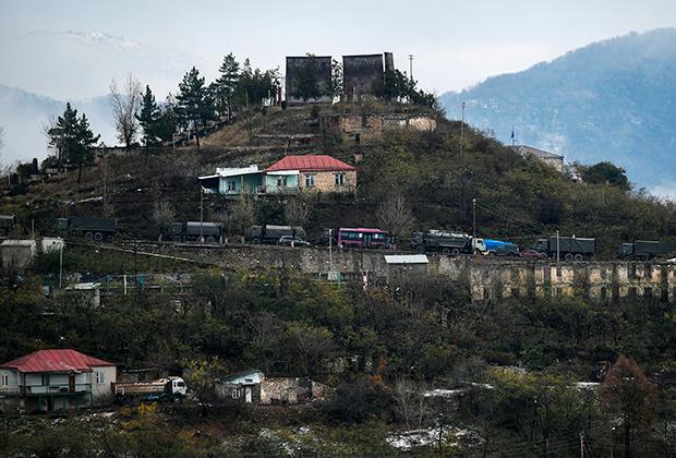 Колонна грузовиков российских миротворцев