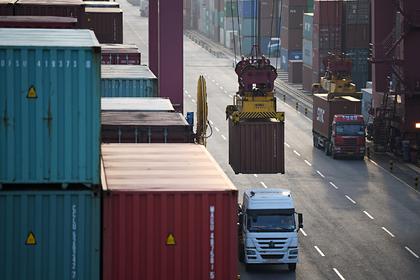 Байден отказался завершать торговую войну с Китаем