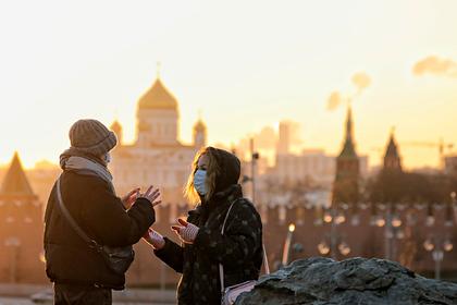 ВОЗ порекомендовала носить маски на улице