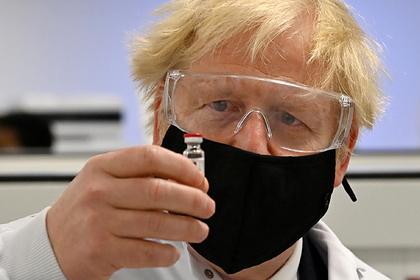Борис Джонсон отказался первым прививаться от коронавируса