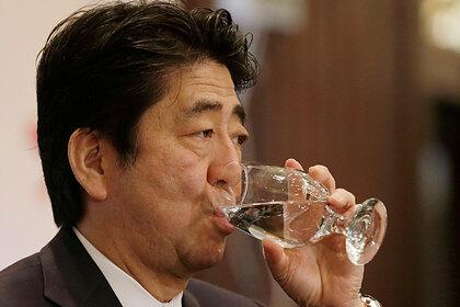 Бывшего премьера Японии захотели допросить из-за банкетов