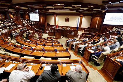 Парламент Молдавии лишил Санду части полномочий