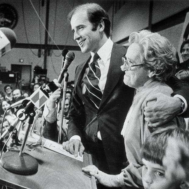 Молодой Джо Байден с матерью Джин, 1978 год