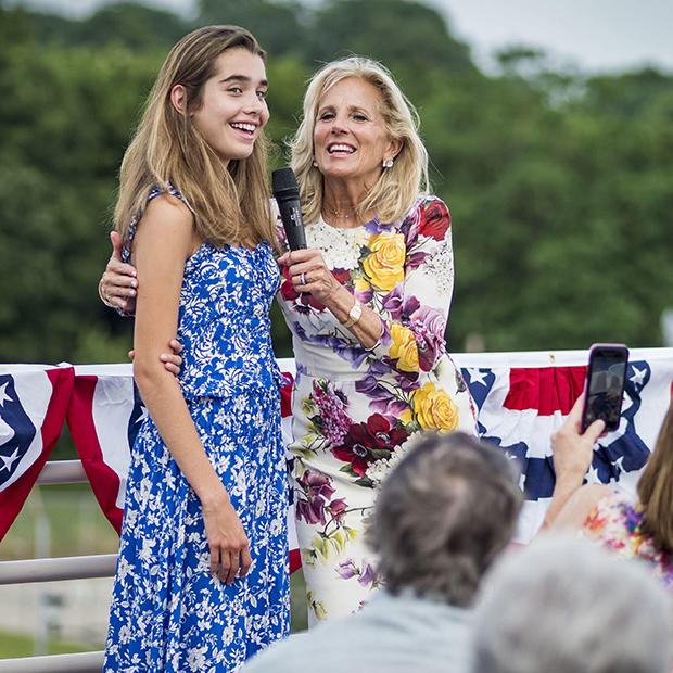 Джилл Байден с внучкой Натали во время предвыборной кампании супруга в Айове, 2019 год