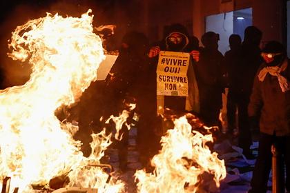 В Париже утроилось число задержанных протестующих