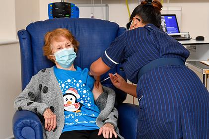 Первой получившей вакцину в Британии стала пожилая женщина