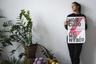 """По действующим законам в Польше можно делать аборт лишь в трех случаях. Первый — беременность в случае изнасилования или инцеста. Второй — беременность угрожает жизни матери. Третий — наличие у плода тяжелого дефекта развития или болезни, которые угрожают его жизни. <br></br> 22 октября Конституционный суд решил запретить третье из этих условий. И это при том, что именно дефект развития плода (чаще всего — синдром Дауна) <a href=""""https://www.bbc.com/russian/features-55011085"""" target=""""_blank"""">был причиной</a> примерно 98 процентов всех легальных абортов в стране. А их было около 1,1 тысячи. <br></br> Недовольные таким поворотом событий женщины и мужчины массово вышли на акции протеста — демонстрации считаются крупнейшими за три десятилетия. Они требуют свободного доступа к абортам для всех желающих женщин до 12-й недели беременности. <br></br> Изначально свой гнев протестующие выливали на церковь: поскольку подавляющее большинство жителей страны религиозно, ее давление по подобным вопросам крайне сильно. Недовольные срывали службы, выкрикивали непристойности в адрес священнослужителей и писали на фасадах церквей номера горячих линий по абортам. Однако из-за негативной реакции общества такие провокационные акции были прекращены. В то же время уличные протесты, несмотря на пандемию коронавируса, продолжились."""