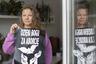 В общей сложности протесты против ограничений на аборты прошли в 600 населенных пунктах по всей стране. Затронули они и обычно спокойные маленькие города в юго-восточной Польше, которая традиционно поддерживает правящую «Партию и справедливость».  <br></br> «Церковь лезет во все сферы нашей жизни. (...) Правительство не сделало ничего, чтобы избежать второй волны коронавируса. И в этой ситуации они делают что? Указывают, что женщине делать с ее телом!» — возмущается жительница польского городка Любачув Марина. По ее словам, она никогда не участвовала в протестах, но в этот раз «ужасно разозлилась». <br></br> Марина объясняет, что в небольших городах и селах к протестам не привыкли, и после них от окружающих постоянно слышны оскорбления и порицания. В частности, грешницами активисток называют на проповедях священники.