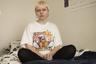 19-летняя Габи Вильчинска — одна из тех, кто в этом году выходил на митинги. Она присоединялась в том числе к акциям за права ЛГБТ-сообщества, расовую справедливость в США и против сексуального насилия. За участие в осенних протестах против запрета абортов она получила пять судебных исков.  <br></br> Вильчинска, которую в школьные годы изнасиловал мальчик, сейчас идентифицирует себя как лесбиянка и небинарная личность. На протестах она, в частности, переодевалась в красный костюм служанки, показывая таким образом правительственные «попытки контролировать тела» женщин. Кроме того, она присоединилась к группе активистов, которые по ночам расклеивали на стенах в Варшаве надписи «Моя матка — это не гроб» и «Аборт — это право, а не одолжение».