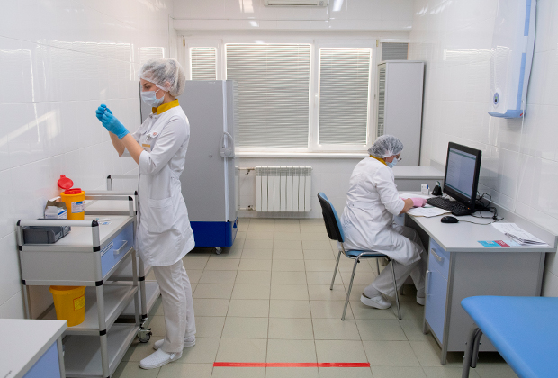 Мир стоит на пороге вакцинации от коронавируса. Поможет ли это остановить пандемию?