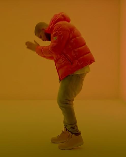 Рэпер Дрейк в клипе на песню Hotline Bling в куртке бренда Moncler
