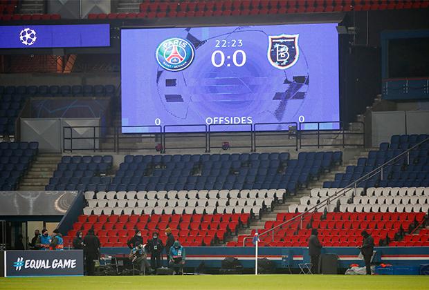 Трибуны в матче ПСЖ — «Истанбул»