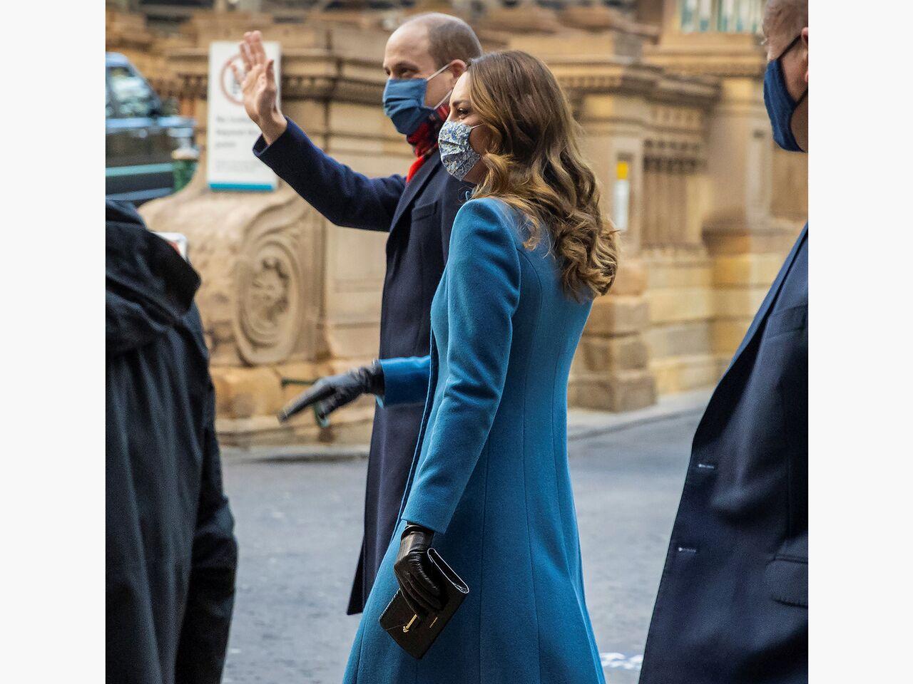 Кейт Миддлтон своим аутфитом во время турне привлекла внимание модниц к шотландскому бренду