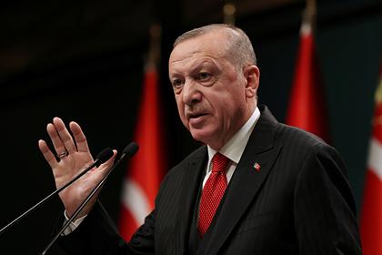 Эрдоган осудил позицию Макрона по Карабаху