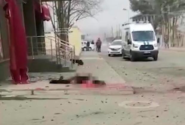 Место подрыва смертника у здания ФСБ в селе Учкекен