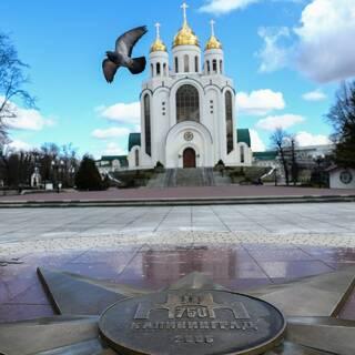 Площадь победы и кафедральный собор Христа Спасителя в Калининграде