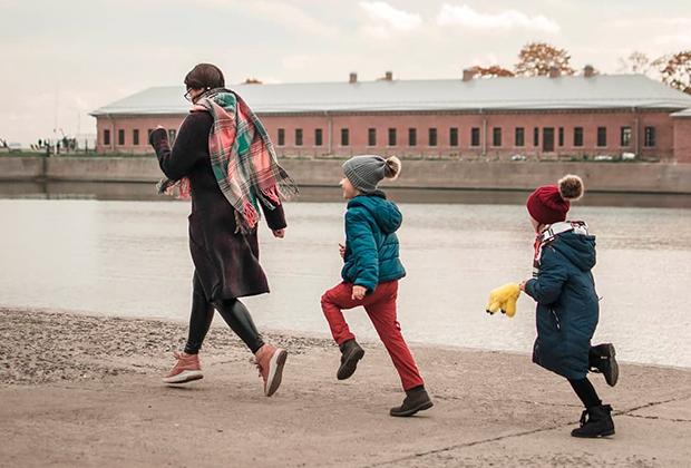 Лейла Морозова и ее дети Мир и Ульяна
